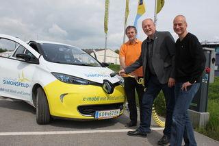 Georg Hartmann (Windkraft Simonsfeld), Bürgermeister Horst Gangl und Peter Haftner (Regionsleiter eNu).