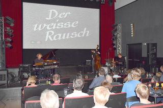 """Der Kultfilm """"Der Weiße Rausch"""" wurde vom Jazz-Groove Trio """"Triol"""" musikalisch neu untermalt."""