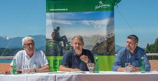 Naturfreunde-Bundesgeschäftsführer Reinhard Dayer, Vorsitzender Andreas Schieder und der designierte Bundesgeschäftsführer Günter Abraham (v.l.)