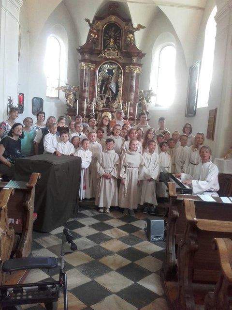 In der Michaelikirche gab es zu Beginn des Ministranten-Nachmittags eine Andacht, die gemeinsam gefeiert wurde