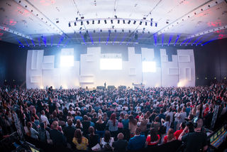 Keynote Stage: Das Fifteen Seconds Festival versammelte in der Stadthalle Graz Teilnehmer aus mehreren Disziplinen an einem Ort.