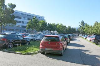 Komplett zugeparkt ab 8 Uhr: Dieses Bild bietet sich täglich