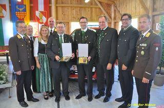 Bgm. Georg Preßler und Vize-Bgm. Michael Schilling bekamen die Florianiplakette in Bronze.