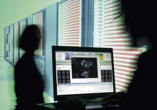 Über die Gefahren des Internet für Kinder und Jugendliche wird in Axams informiert.