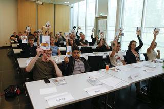 Das erste Lehrlingsparlament tagt in der Zentrale der Wirtschaftskammer Niederösterreich.
