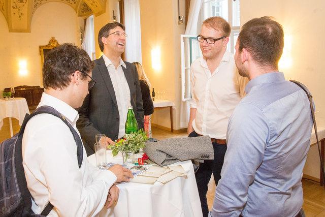 VP-Bezirksvorsteher Markus Figl im Gespräch mit den neuen Bewohnern der Inneren Stadt