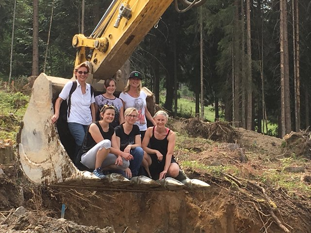 von links stehend:   Annemarie Leitner, Melanie Obermoser, Margit Keuschnick von links vorne:        Martina Trixl (TVB-St.Johann), Elke Eckstein, Kajsa Reisenbauer