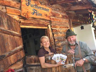 Bezirksblätter Hüttenpässe – gibt es bei Kathrin Aberger Dick und Anton Aberger auf der Fürthermoaralm abzuholen und abzustempeln.