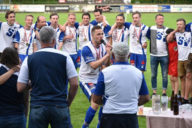 Drei Runden vor Saisonende stand der SV Modehaus Hofbaur bereits als Meister der 2. Klasse Süd–Ost fest.