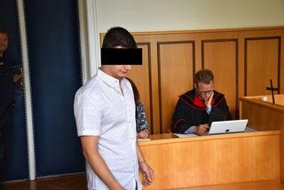 Der Angeklagte (l.) vor Staatsanwalt Markus Bauer.