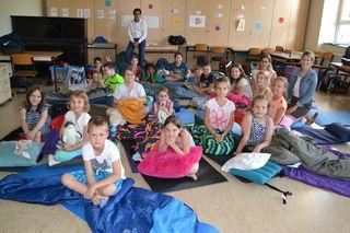 Bürgermeister Christian Gepp wünschte den Schülern der 3c sowie den Lehrerinnen Viktoria Fuhs und Ines Schreiber eine gute Lese-Nacht.