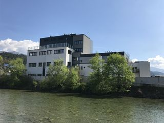 Der Neubau am Werksgelände ist acht Geschosse groß
