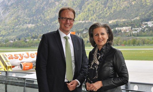 Flughafen-Innsbruck-Chef Pernetta mit Wirtschaftslandesrätin Zoller-Frischauf