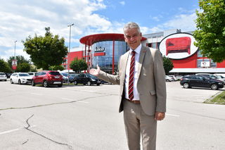 Alfredo Sekoll, Geschäftsleiter von Kika Klagenfurt, hat bald eine Baustelle am Parkplatz, denn hier entsteht ein Fachmarktzentrum