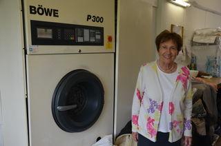Die Arbeit hält sie jung: Mit 81 Jahren arbeitet Erika Konrad nach wie vor jeden Tag in ihrer Putzerei in Ehrenhausen.