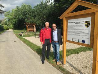 Die Altlengbacher Vizebürgermeister Daniel Kosak (ÖVP) und Wolfgang Luftensteiner (SPÖ) informieren über die Parcours.