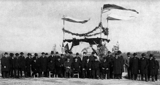 21. Oktober 1908: feierliche Enthüllung der Donaugrabenpyramide in Bisamberg durch den Landmarschall Prinz Alois von und zu Liechtenstein