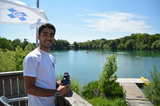 Abdul Fakhouri hat den Ratzersdorfer See im Blick.