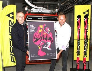 Michael Huber und Horst Wittmann zeigten das Siegerplakat für 2018.