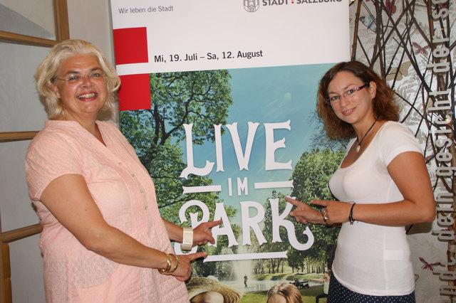 """Vizebgm Anja Hagenauer und die neue Jugendbeauftragte Veronika Horn versprechen mit """"Live im Park"""" einen bunten Sommer."""