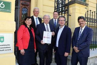 Auszeichnung: Gerhild Paukovitsch-Jandl, Gerhard Wolf, Karlheinz Tscheliessnigg, Alfred Meißl, Christopher Drexler und Ernst Fartek (v. l.)