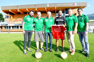 Patrick Astl, Stefan Lapper, Albert Trixl, Fred Neuner und Peter Seiwald mit Alex Hauser im Koasastadion.