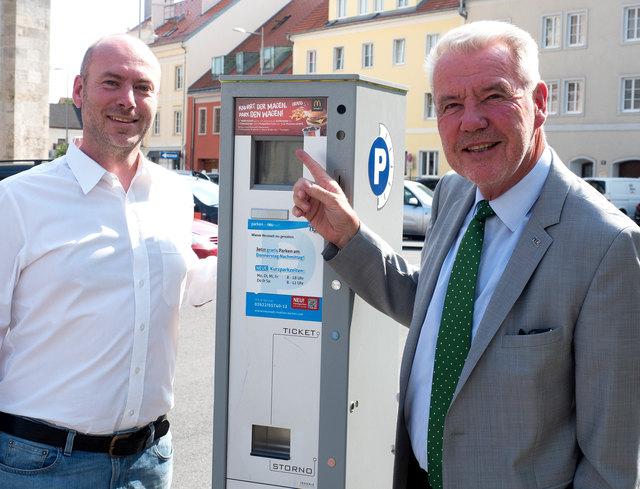 McDonalds-Franchisenehmer Dr. Peter Stief, MSc, und Bürgermeister Mag. Klaus Schneeberger.