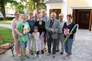 Die Siegen vom Pfarrquiz mit Pfarrer Martin Grüßenberger und dem Organisationsteam.