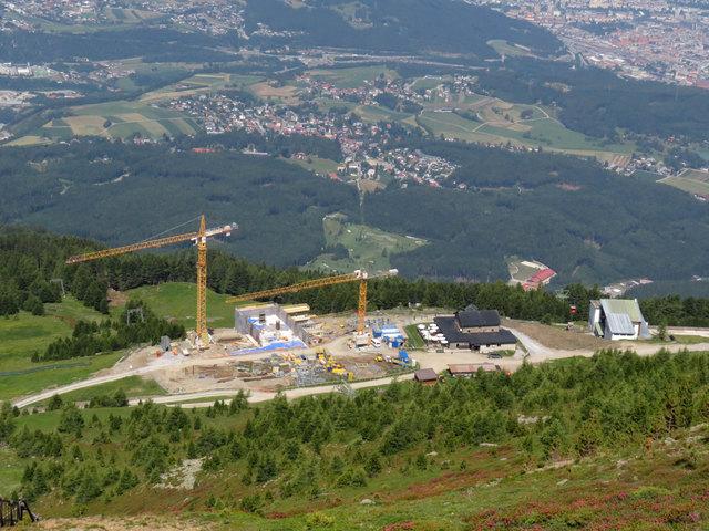 Die Terrasse soll komplett neu gestaltet werden und Bergstation und Schutzhaus bekommen eienen gemeinsamen Vorplatz.