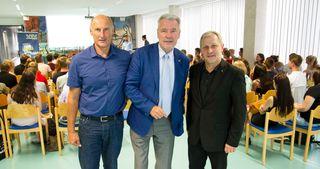 BG Zehnergassen-Direktor HR Mag. Dr. Werner Schwarz, Bürgermeister Mag. Klaus Schneeberger und Landesjugendreferent Wolfgang Juterschnig bei der Präsentation im BG Zehnergasse.