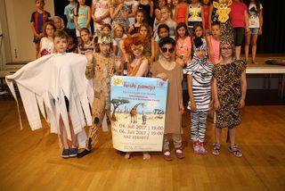 Schüler der Volks- und Musikschule Fernitz-Mellach setzen eine Freundschaft in der Savanne musikalisch um.