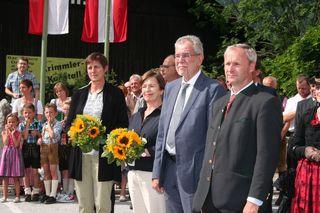 Beim Empfang: Bundespräsident Alexander Van der Bellen  (2. v. re.) und neben ihm Gattin Doris Schmidauer. Rechts Bgm. Erich Czerny und links LH-Stv. Astrid Rössler (Grüne).