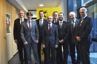 Vertreter der Landesbank, des Aufsichtsrates und der fünfköpfige Vorstand der fusionierten Bank.