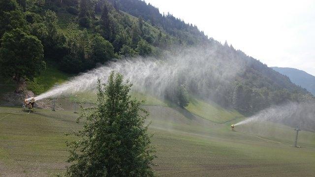 Für Schneekanonen gibt es in Dorfgastein keine Sommerpause.