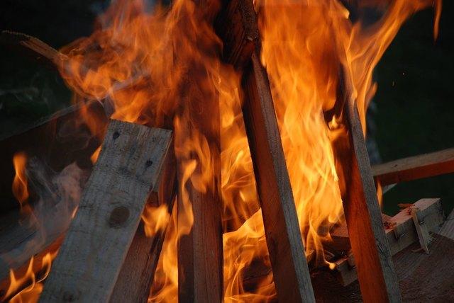 Am längsten Tag des Jahres brannten die Sonnwendfeuer.