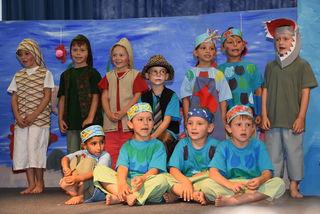 """Kindergarten Pabneukirchen, Abschluss mit Musik-Theater """"Die Haifischsuche""""."""