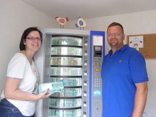 Nina und Karl Giffinger freuen sich über den Erfolg ihrer Eierautomaten in Fischamend und Haslau an der Donau.