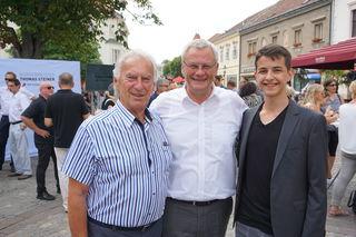 Bgm. Thomas Steiner mit dem ältesten (Hans Skarits) und dem jüngsten (Daniel Janisch) Kandidaten