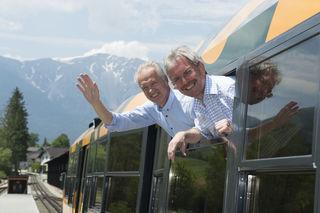 Verkehrslandesrat Karl Wilfing und NÖVOG-Geschäftsführer Gerhard Stindl laden zum 120 Jahr-Jubiläum der Schneebergbahn (©NÖVOG/Baldauf)