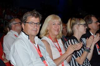 Delegierte aus dem Bezirk Wiener Neustadt nahm  am Landesparteitag teil und gratulierte dem neuen Vorsitzenden der SPÖ Niederösterreich, Franz Schnabl Heißer Samstag:  Bgm. Thomas Pollak, Abg.z.NR Dr. Peter Wittmann, BR-Vizepräs. Ingrid Winkler, Katrin Scharmitzer, StR Wolfgang Scharmitzer.