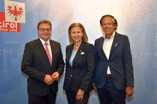 Gemeinsam für die Tiroler Wirtschaft unterwegs v. li. LH Günther Platter, Wirtschaftslandesrätin Patrizia Zoller-Frischauf und Jürgen Bodenseer (Präsident Tiroler Wirtschaftsklammer).