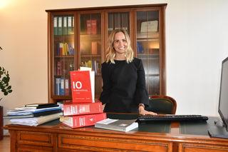 Die Klagenfurterin Sophie Malleg ist mit 28 Jahren derzeit Kärntens jüngste Rechtsanwältin – und eine der wenigen Frauen in diesem Beruf.