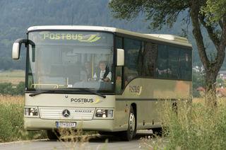 Von 25 Bussen ist nur einer beklebt. Künftig dürfen nur mehr 30 Prozent der Fläche beklebt werden