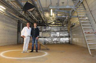 Arne Nils Willrich und Michael Strutz im Kreis. Hier startet das Spiel, dass durch insgesamt 22 Räume führt