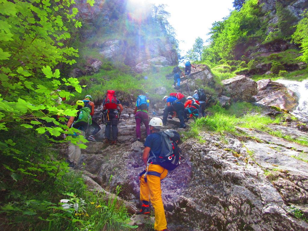 Klettersteig Villach : Stau am klettersteig villach