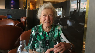 Julia Gschnitzer (86) ist Tirolerin und lebt hauptsächlich in Salzburg. Von der Bühne hat sie sich im Jahr 2016 verabschiedet.