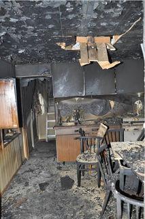 Die Täter zündeten auch eine Wohnungn an.