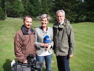 Bundespräsident Alexander Van der Bellen auf der Schmelz - hier mit dem Kanal 3-Team. Foto: KK