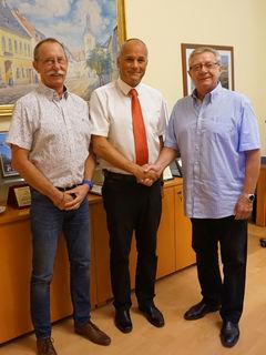 Amtsleiter Wolfgang Pohsl, Neo-Gemeinderat Walter Jakob und Bürgermeister Erich Klein
