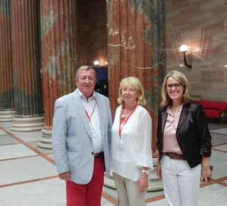 Rudolf und Christine Hödl mit Nationalratsabgeordneter Ulrike Königsberger-Ludwig (re.)